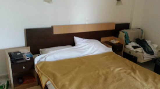 Aristoteles Holiday Resort & Spa: 80`s bed