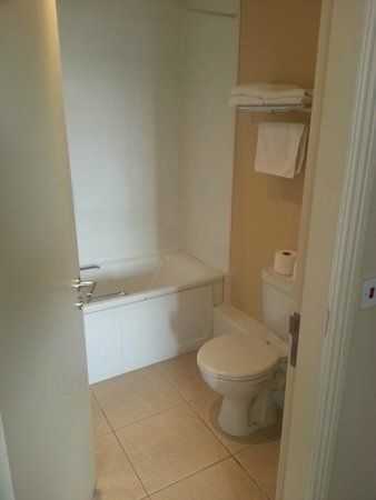 Pier Head Hotel, Spa & Leisure Centre: bathroom