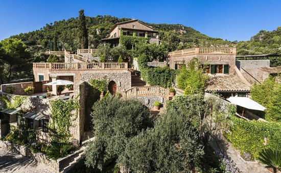 Valldemossa Hotel: Vista desde la entrada