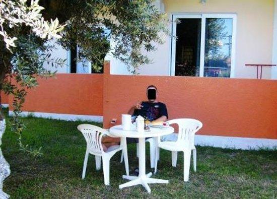 Argiro Village: Frühstück vor dem Balkon