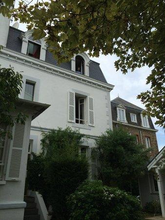 L'Ascott Hotel: L'arrière de l'hôtel - view from the garden