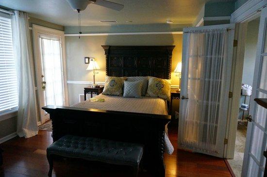 Bayfront Marin House Historic Inn: Le lit