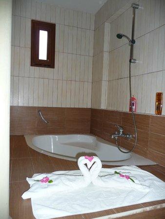Hotel Paradis Palace: Salle de bains ouverte
