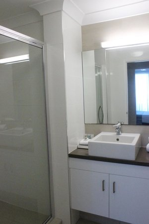 Mariners North Holiday Apartments : En suite