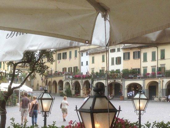 Piazza Matteotti : piazza dai portici