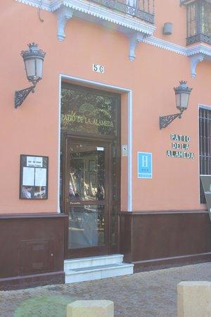 Hotel Patio de la Alameda: Front of hotel