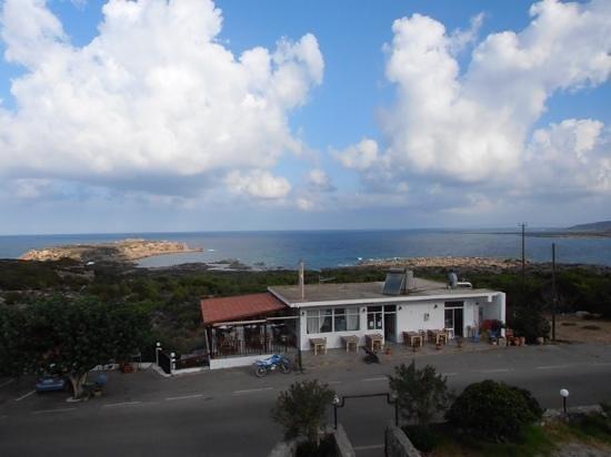 Glykeria Rooms : Vue du balcon, taverne de l'hotel