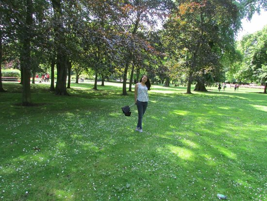 happy tourist in the big grassy park   picture of seaton