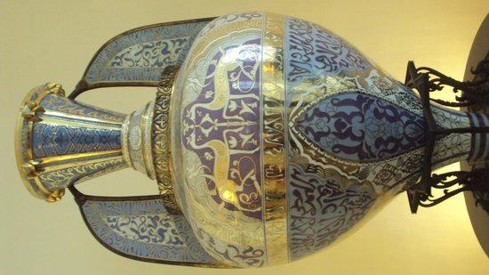"""Palais Royal: Le vase """"Alhambra"""" de la manufacture de Sèvres"""