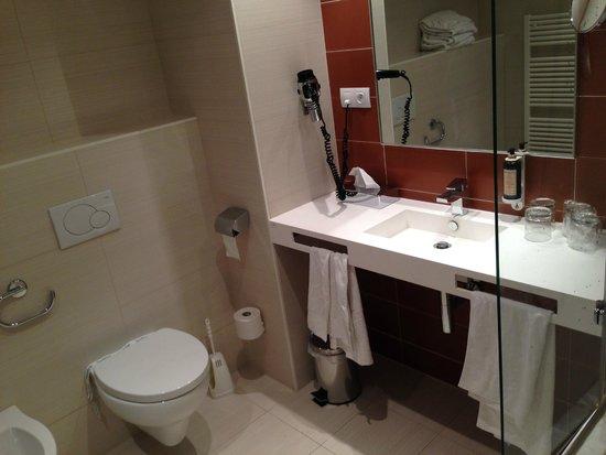 LOFT Hotel Bratislava: Baño