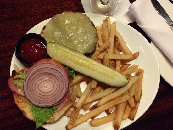 Connolly's Pub & Restaurant: Beef Burger