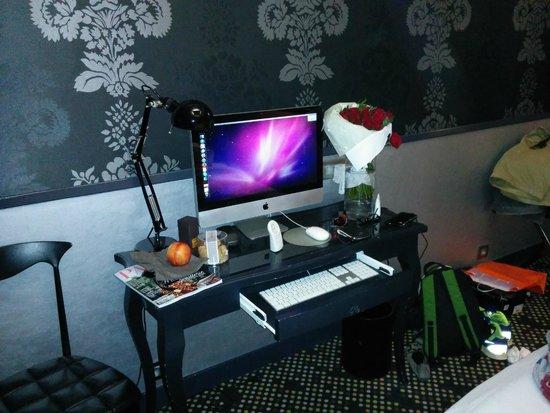 Mac tv internet bild fr n hotel design sorbonne for Hotel design sorbonne paris 75005