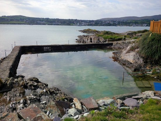 Waters Edge Accommodation: Outdoor sea pool right beside the house