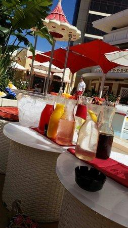 Encore Beach Club: Vodka with mixers