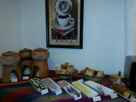 Tierra Viva Cusco Plaza: Desayuno sin grandes pretenciones pero todo rico y fresco