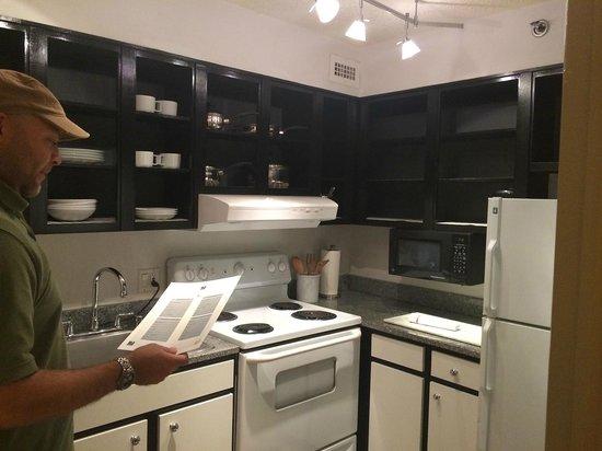 Avenue Suites Georgetown: kitchen