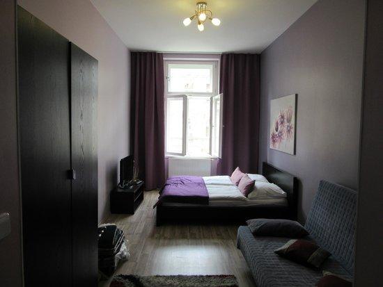 Royal Bellezza Apartments : Комната