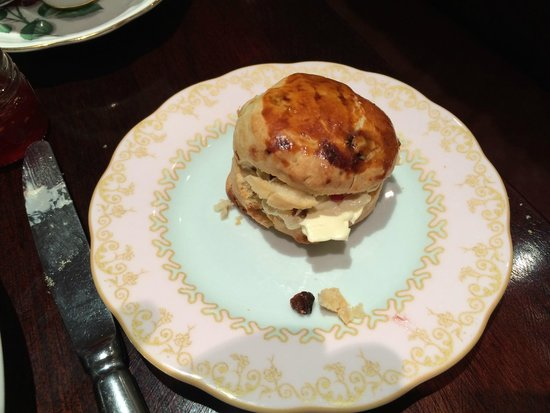 Reform Social And Grill Restaurant : One scone per person