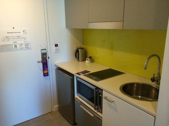 Citadines on Bourke Melbourne: kitchen/pantry area