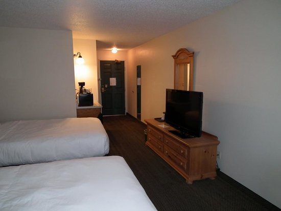 Country Inn & Suites By Carlson, Chippewa Falls : Room 134