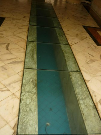 Prima Life Imperial Park: стеклянная дорожка