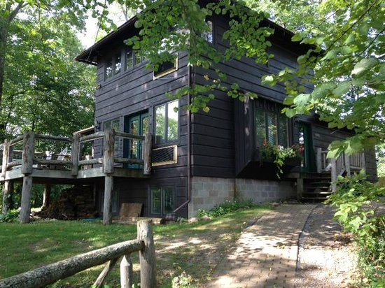 Stout's Island Lodge: Clara's 1: ground floor, private deck facing the lake