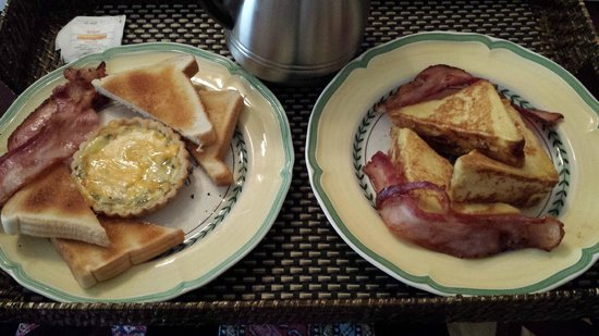 Park Place Bed & Breakfast: Vegetarian Quiche and Stuffed French Toast