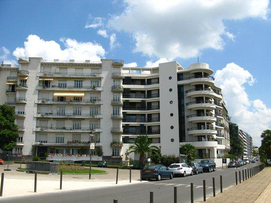 Art Deco Building   Picture of Boulevard des Pyrenees, Pau