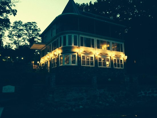 Steamboat Castle Bed & Breakfast : The B&B from the dock