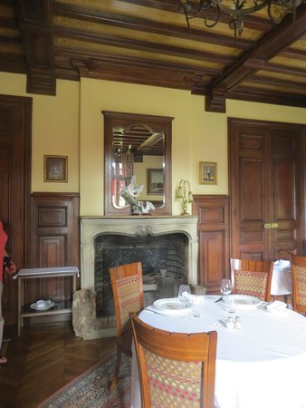 Chateau de la Rapee: Nicely furnished with interesting pieces