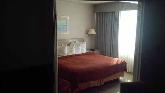 Quality Suites Toronto Airport : Seperate Bed Room