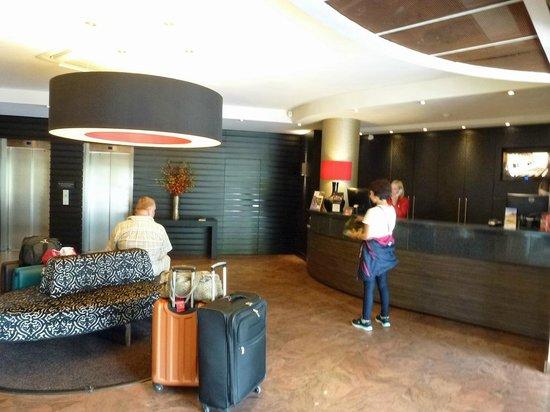 Leopold Hotel Antwerp: Reception