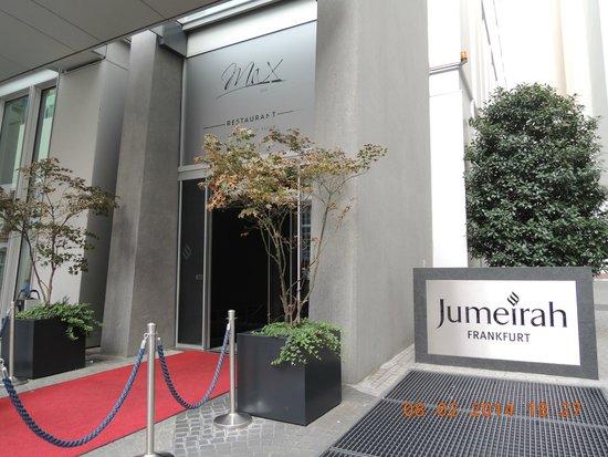 Jumeirah Frankfurt: ホテル入口