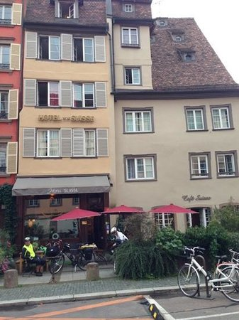 Suisse Hotel: Front view