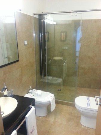 Adealba Hotel: Baño habitación doble