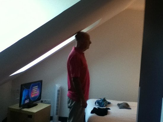 Ibis Styles Calais Centre: Fourth floor headroom