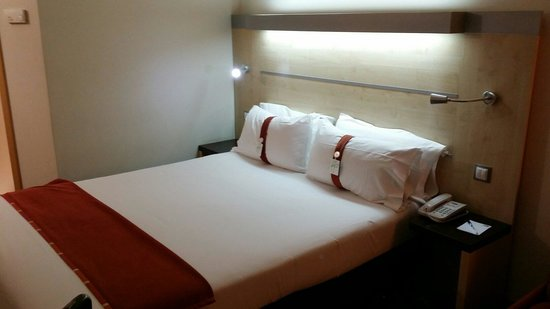 Holiday Inn Express Barcelona City 22: Camera da letto