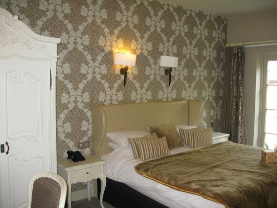 The Spread Eagle Hotel: Another garden room - gorgeously decorated!
