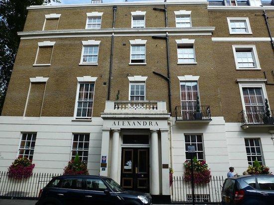 Alexandra Hotel : Front Entrance
