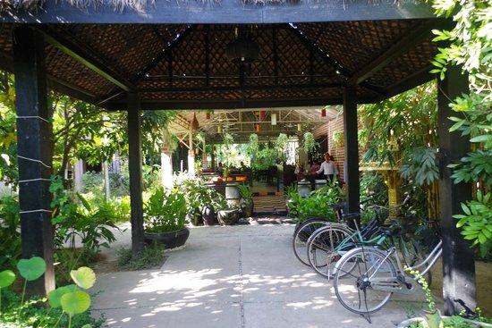 Jayavara Boutique Villa: In front of the reception