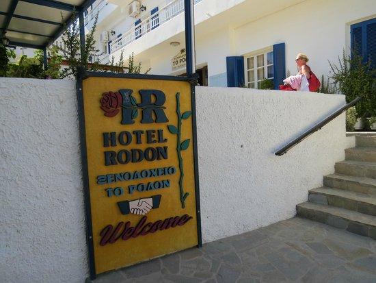Rodon Hotel : Ingang van het hotel