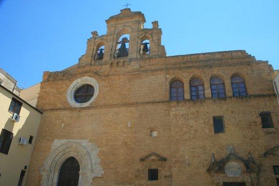 Abbazia di Santo Spirito: La facciata della chiesa.