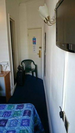 Whiteleaf Hotel: room 204