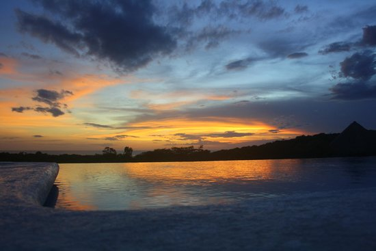 Las Plumerias Lodge and Surf: Sunset