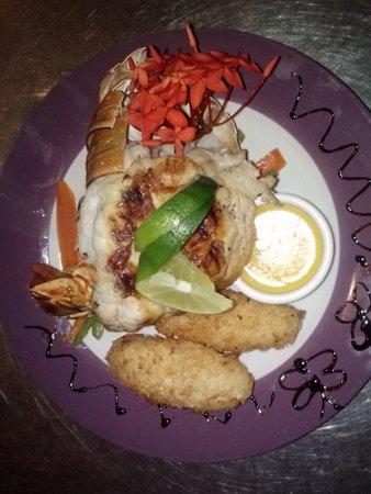 Mojo Lounge & Bartique: Grilled lobster wt crockets... delish!!!
