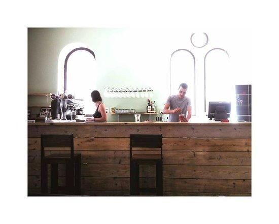 Couleurs Cafe: Le Bar du comptoir