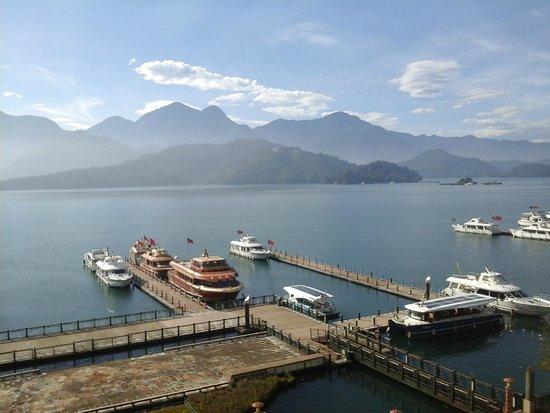 Harbor Resort Hotel: 坐在陽台就可觀看日月潭湖景