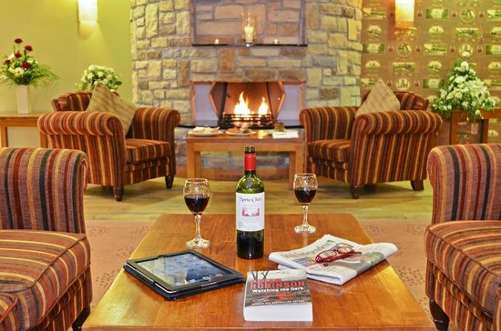 Broadhaven Bay Hotel: wine by the fire