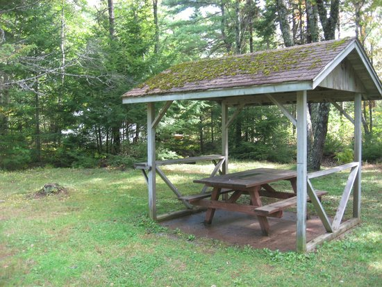 Tatamagouche, Канада: One of several tables with a shelter