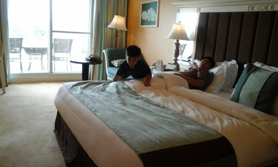 JPark Island Resort & Waterpark, Cebu: our room with the king-sized bed